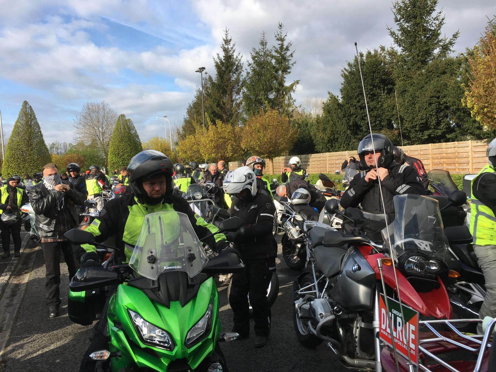 groepsfoto deelnemers campagne Veilig Motorrijden