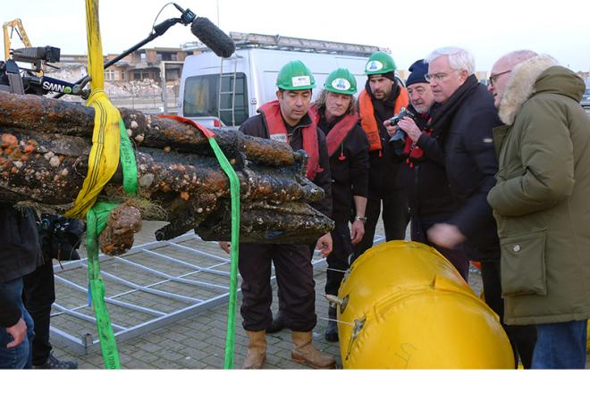 Presentation of the gun of the UB-29 - with Carl Decaluwé, governor of West-Vlaanderen